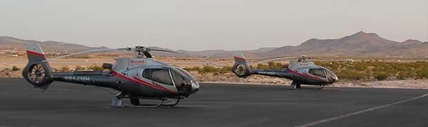 Helikoptrar på marken i Las Vegas, redo att flyga till Grand Canyon.
