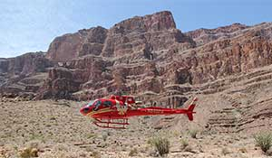 Helikopter landar nere i Grand Canyon