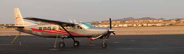 Ett flygplan redo att lyfta och flyga från Las Vegas till Grand Canyon.